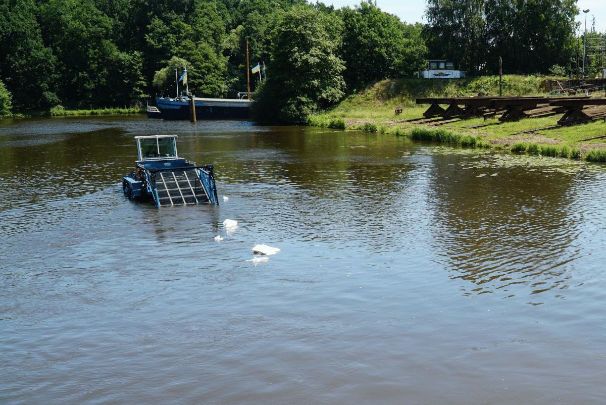 CollectiX Müllsammelboot